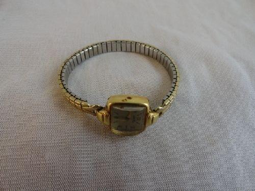 2290016: 14K GOLD SWISS LADIES WRISTWATCH GIRARD PERREG