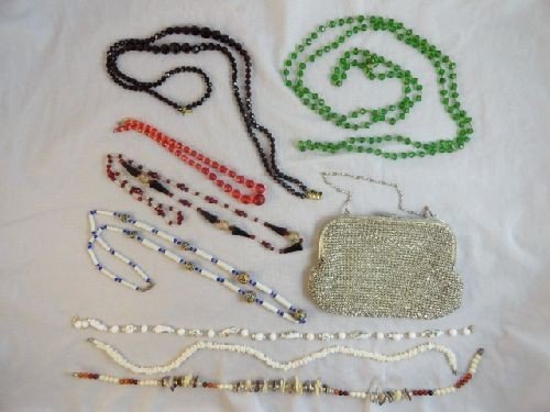 2290019: GROUPING OF VINTAGE CZECH GLASS NECKLACES AND