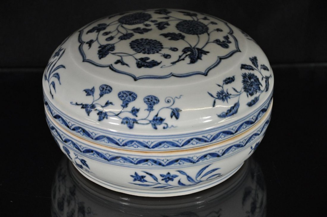 6290001: CHINESE BLUE AND WHITE PORCELAIN BOX