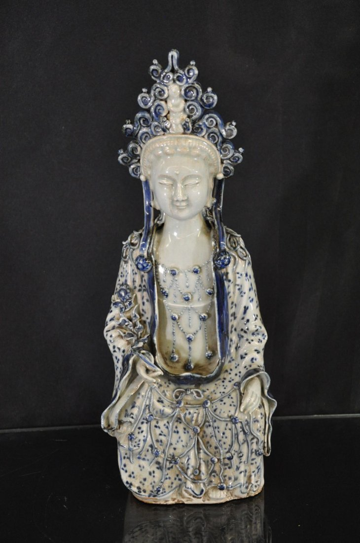 6290007: 19TH C CHINESE BLUE AND WHITE PORCELAIN STATUE