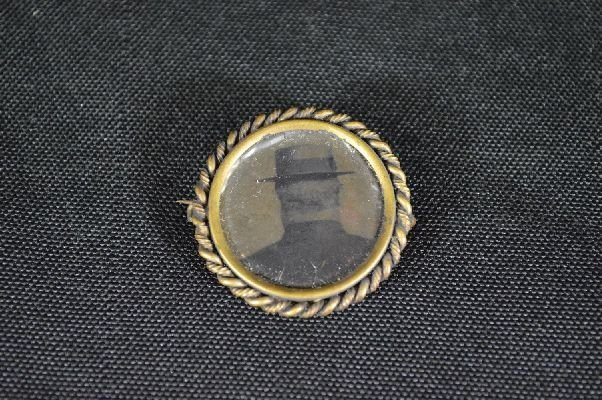 8290003: tintype button of the back of a man's head