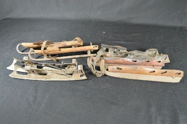 8290006: Grouping of antique ice skates