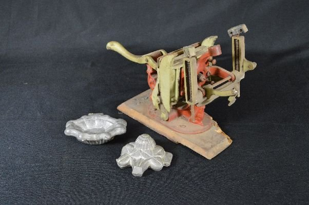 8290011: Baltimore flower press together with 2 candy m
