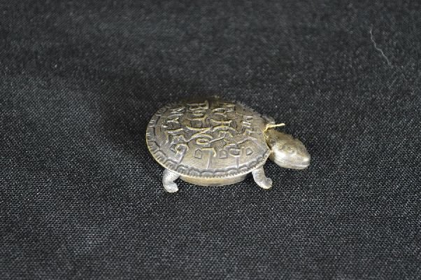 8290022: Sterling silver turtle form tape measure