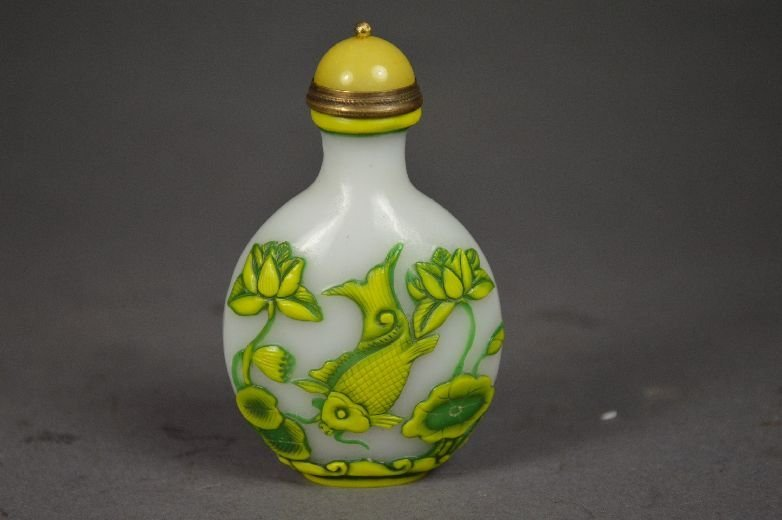 110003: Carved Peking glass snuff bottle