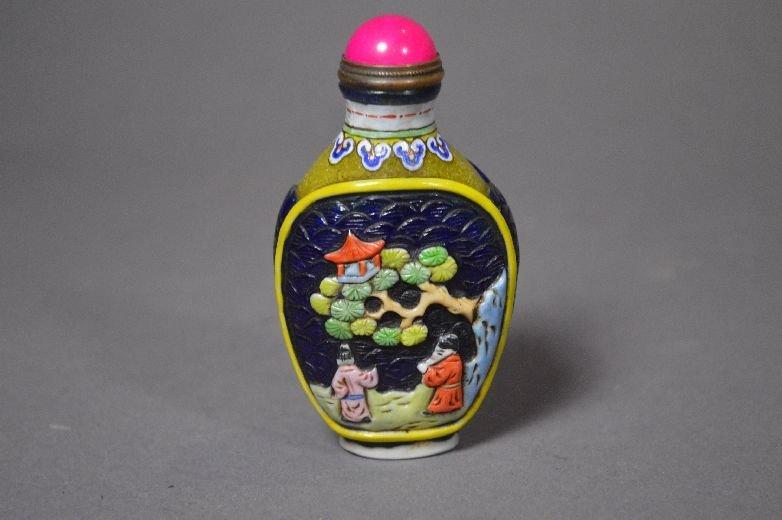 110013: Carved Peking glass snuff bottle