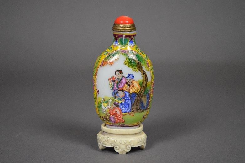 110022: Enameled on Peking glass snuff bottle