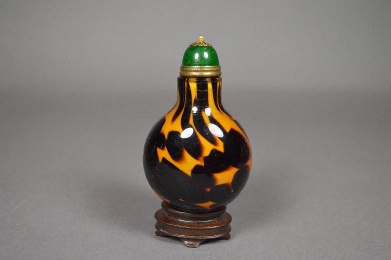 110023: Peking glass snuff bottle