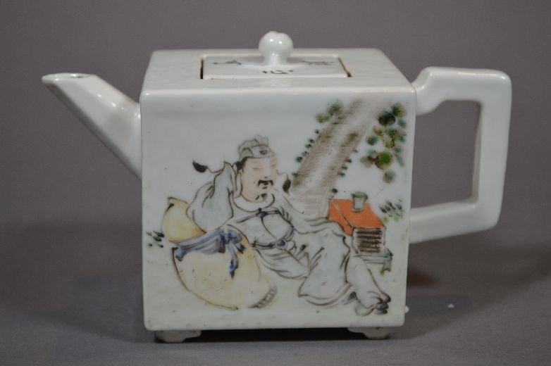 110111: Famille rose tea pot