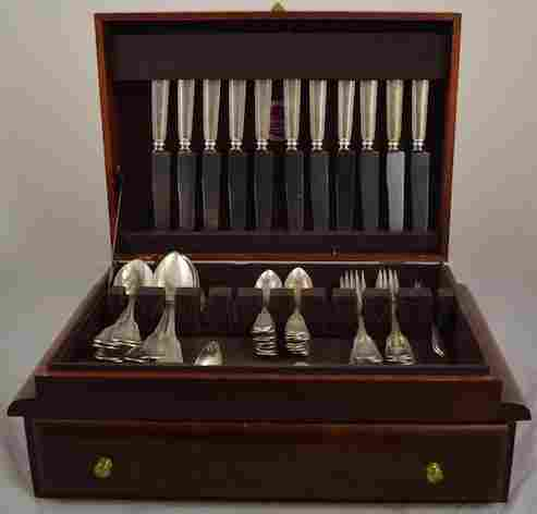 STERLING SILVER FLATWARE SET IN CHEST