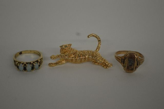 14K GOLD TIGER PIN WITH EMERALD EYES, 14 K GOLD RING