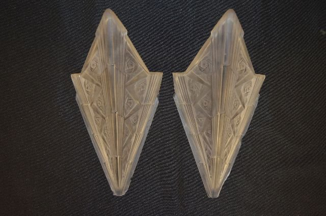 PAIR OF 1920S ART DECO  LALIQUE WALL SCONCES (UNSIGNED) - 4