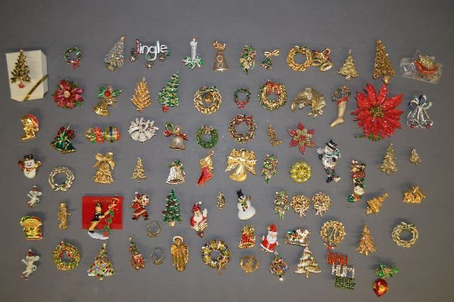LARGE LOT OF VINTAGE COSTUME JEWELRYCHRISTMAS TREE PINS