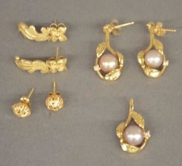 3 PAIRS OF 14K GOLD EARRINGS AND ONE 14K PENDANT WITH
