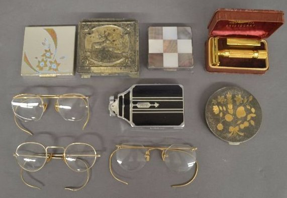 3 PAIRS OF GOLD RIMMED SPECTACLES, COMPACTS, AND