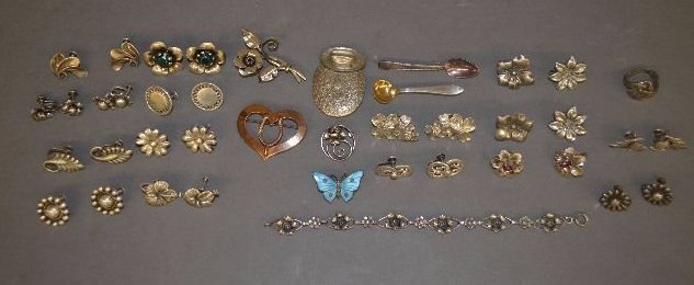 LOT OF MISC STERLING SILVER PINS, EARRINGS, AND