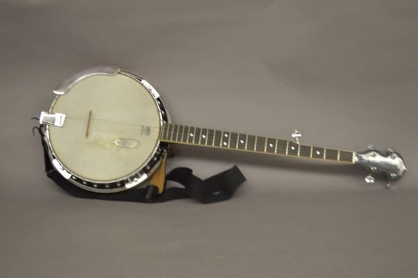 VINTAGE WASHBURN BANJO WITH HARD CASE