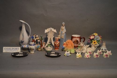 LOT OF PORCELAINS INCLUDING COALPORT LLADRO, WEDGEWOOD,