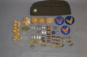 GROUPING OF WORLD WAR 2 MILITARY MEDALS AND BADGES