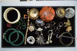 VINTAGE COSTUME JEWELRY LOT INCLUDING JADE BANGLES
