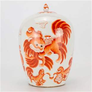 A Chinese porcelain ginger jar with images of Foo dogs.