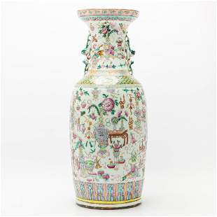 A Chinese vase with decor of antiquities. 18th/19th