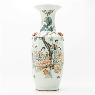 A Chinese vase with decor of ladies in court and