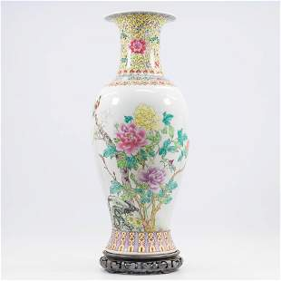 A Chinese vase with decor of peonies and birds. The