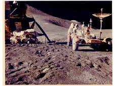 333: APOLLO XV - James IRWIN près de la Jeep lunaire, l