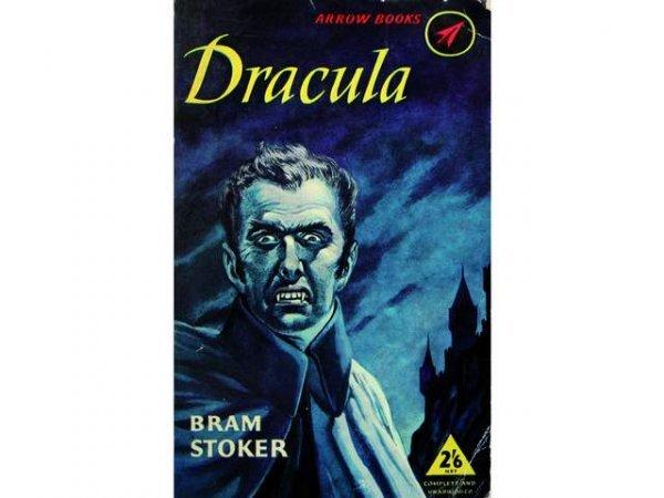 13: Fort lot d'ouvrages consacrés à Dracula.