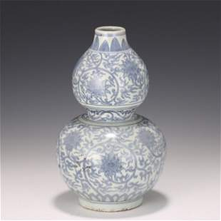 A CHINESE BLUE AND WHITE PORCELAIN DOUBLE-GOURDS VASE