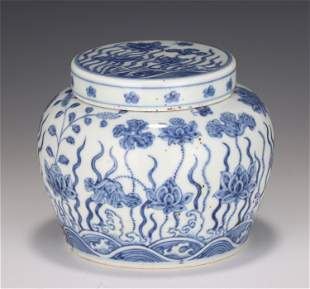 A CHINESE BLUE AND WHITE FLORAL PORCELAIN JAR AND COVER