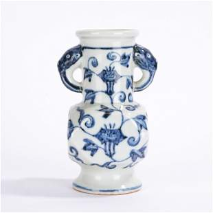 A CHINESE BLUE & WHITE PORCELAIN VASE WITH DOUBLE