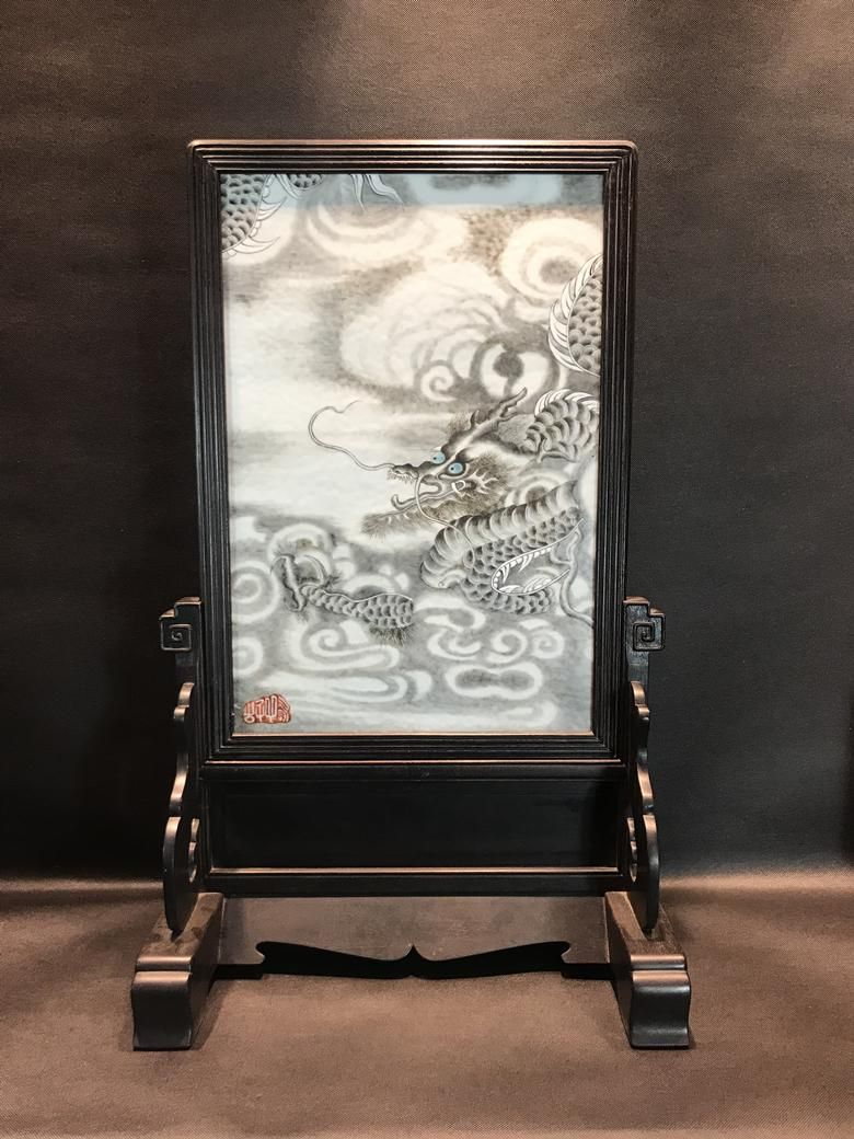 An Exquisite Porcelain Table Screen