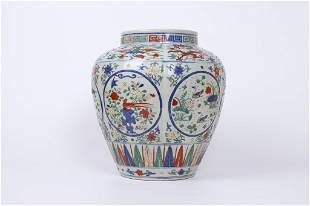 An Exquisite Wucai 'Dargon and Phoenix' Pot