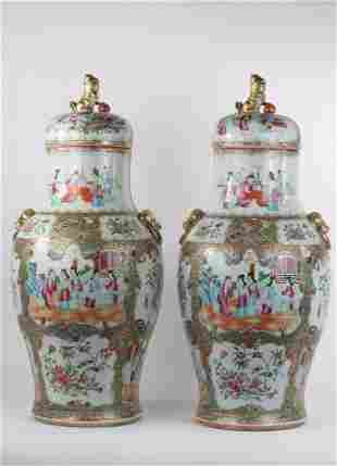 China pair of covered vases in Canton porcelain 19th