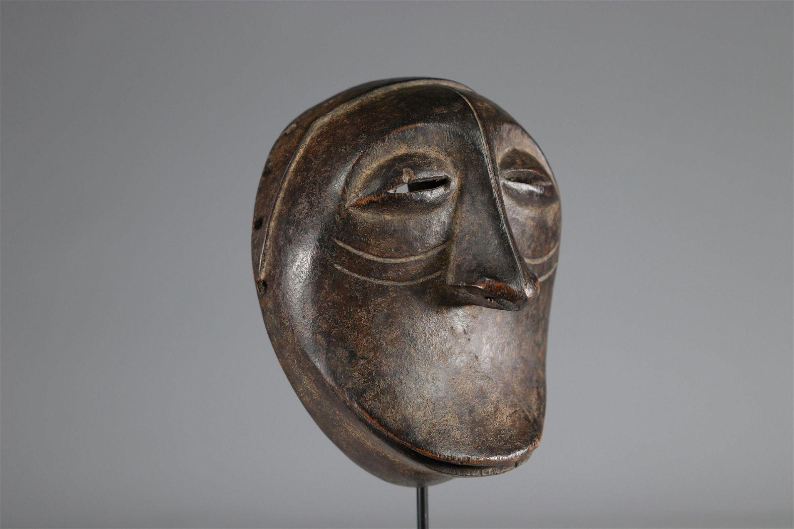 Rare Hemba Soko Muto mask Provenance: ex E.Kawan,