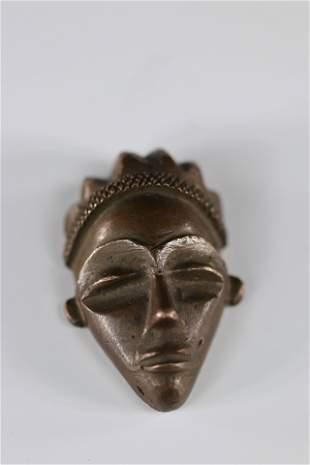 Pende miniature mask in bronze