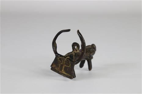 Africa bronze pendant forming a buffalo