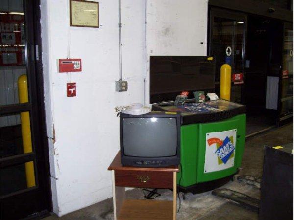 2: 1-Sylvania TV w/stand
