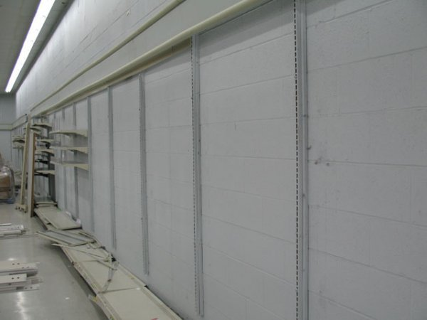 3A: 1X Wall with shelves and wall standards