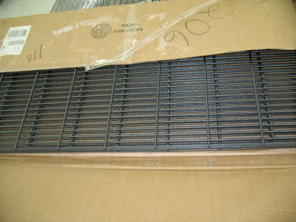 9A: 1X pallet of grid, wire shelves, smokeless