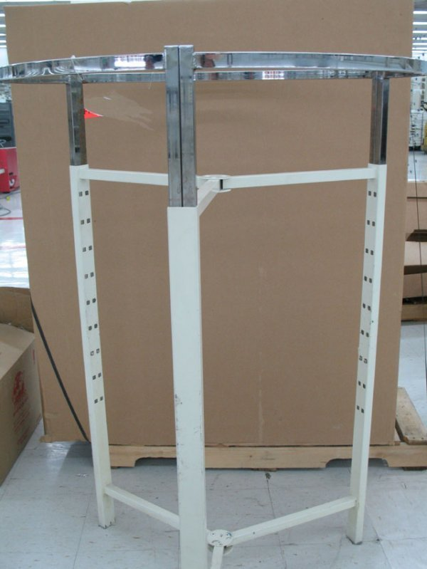 4D: Large round clothes rack