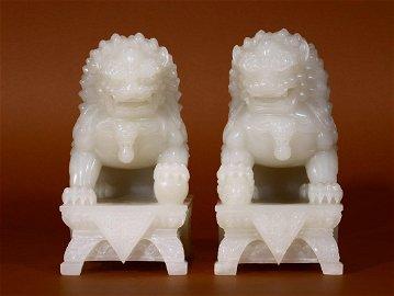 Table Top Hetian Jade Lion Ornaments Pair