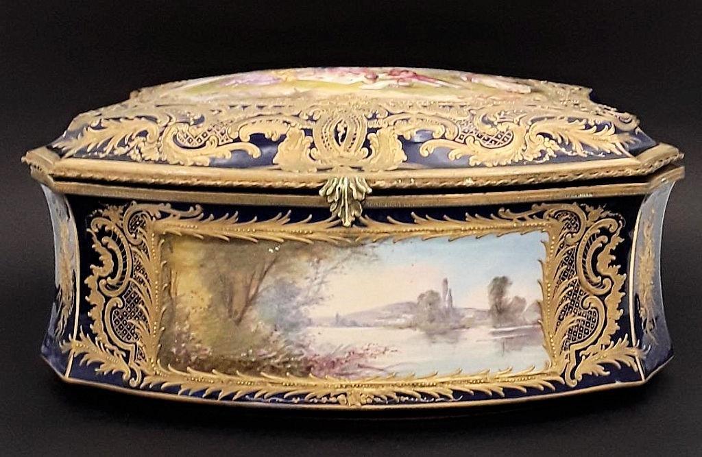 ANTIQUE HANDPAINTED FRENCH PORCELAIN TABLE CASKET