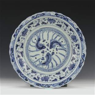 CHINESE BLUE&WHITE PORCELAIN PLATE WITH TRIPLE FISHES M