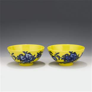 A PAIR OF CHINESE YELLOW GROUND BLUE&WHITE GLAZE