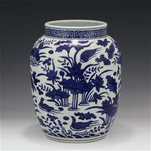 A CHINESE BLUE&WHITE PORCELAIN JAR WITH FLOWERS BIRD