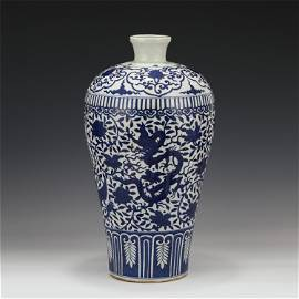 A CHINESE BLUE&WHITE PORCELAIN VASE WITH FLOWERS