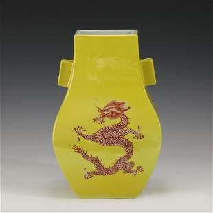 A CHINESE YELLOW GLAZED DRAGON PATTREN PORCELAIN VASE
